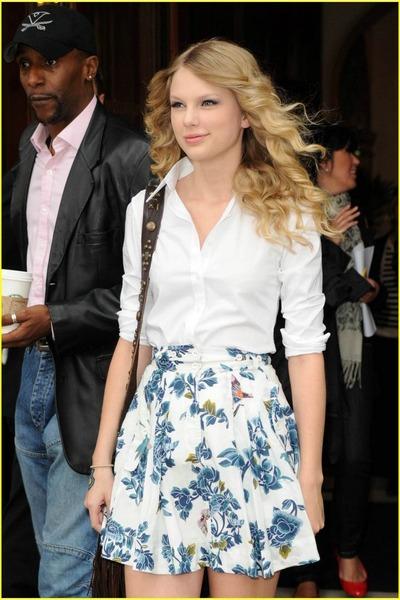white-blouse-white-skirt_400
