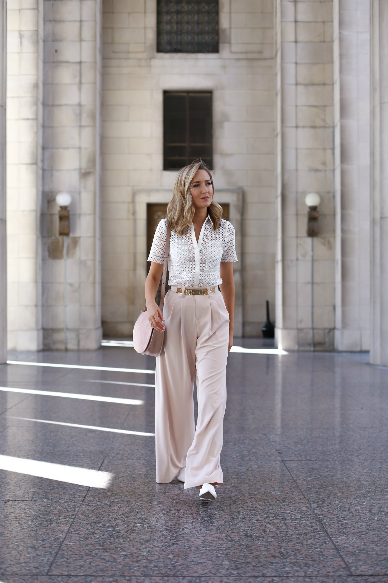 alice-and-olivia-blush-pleated-wide-leg-pants-reiss-white-eyelet-lace-short-sleeve-shirt-summer-stylish-work-wear-professional-business-attire-style-fashion-blog-mary-orton2-680x1020@2x