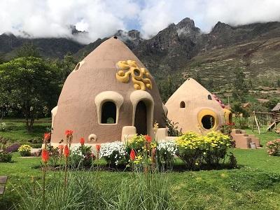 El bungalow estilo domo de Diego y Milagros se ubica en el Valle Sagrado, Cusco. En Airbnb figura a 54 dólares por noche. Foto: Airbnb.