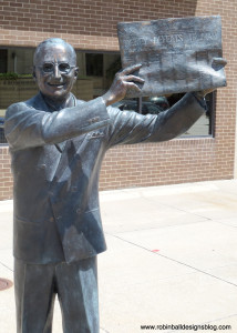 Eisenhower-with-newspaper