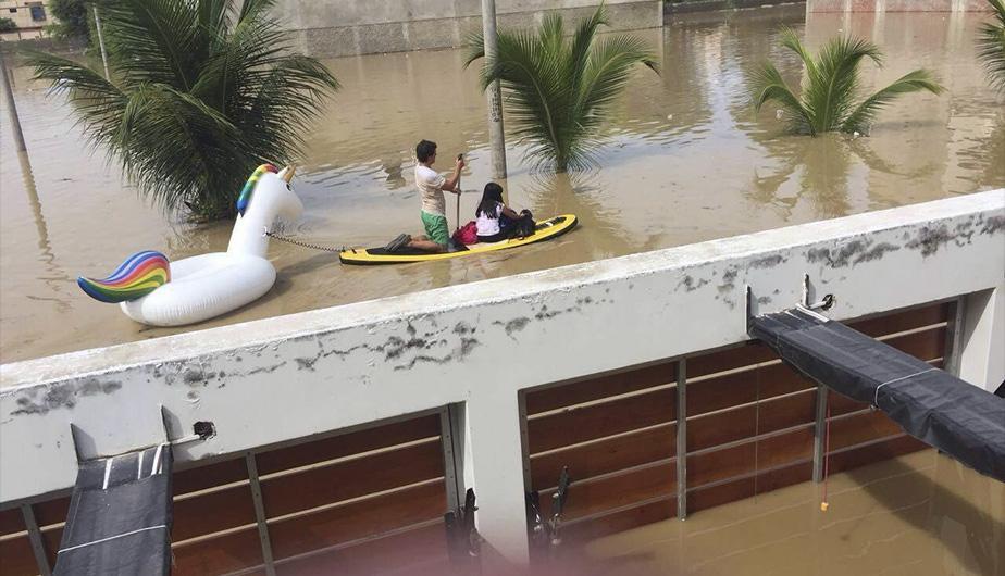 Foto extraida de http://peru.com/actualidad/nacionales/facebook-peculiar-rescate-nina-y-su-mascota-desborde-piura-noticia-505505