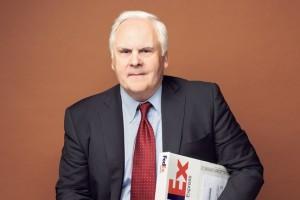 Fred Smith fundó FedEx porque quería ofrecer servicios de paquetería en la noche. Crédito: Revista Fortune.