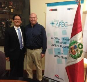 """Con Jeff Hoffman, exitoso empresario e inversionista ángel norteamericano, quien dio una charla magistral en la III Conferencia de Startups APEC """"Pensamiento global para hacer negocios globales""""."""
