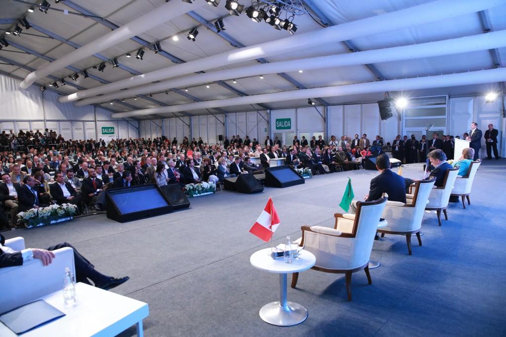 Xavier Sala i Martín expuso ante aproximadamente 400 empresarios en la X Cumbre Empresarial de la Alianza del Pacífico, en Paracas. Su mensaje acerca de la actitud que deben tener los hombres de negocios para innovar fue muy bien recibido.