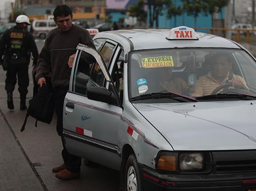 Taxis colectivos: Solución ilegal a un problema estructural